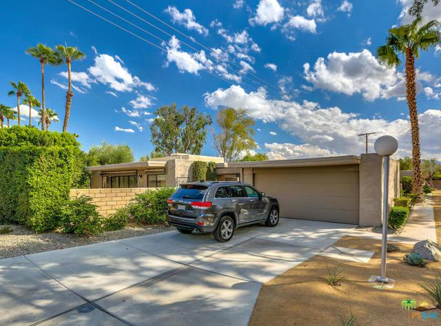 1749 E Sandalwood Drive, Palm Springs, CA 92262 (MLS #18389556PS) :: The Jelmberg Team