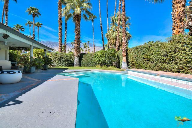 3194 E Cajon Circle, Palm Springs, CA 92264 (MLS #18389758PS) :: Team Wasserman