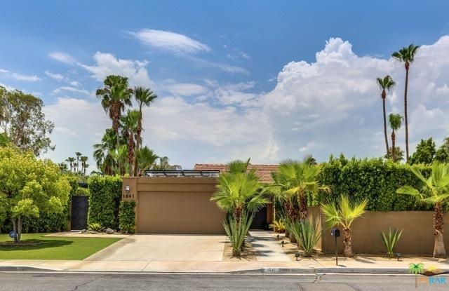 1041 E Christina Way, Palm Springs, CA 92262 (MLS #18391848PS) :: Brad Schmett Real Estate Group
