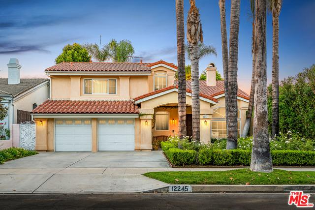 12245 La Maida Street, Valley Village, CA 91607 (MLS #18394934) :: Deirdre Coit and Associates