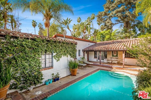 5382 Circle Drive, Sherman Oaks, CA 91401 (MLS #18395870) :: Hacienda Group Inc