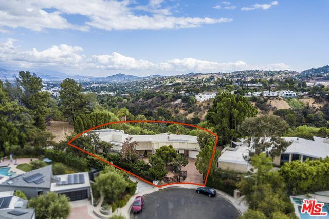 16110 Meadowview Drive, Encino, CA 91436 (MLS #18395944) :: Deirdre Coit and Associates