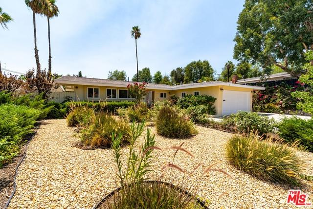 20332 Clark Street, Woodland Hills, CA 91367 (MLS #18396012) :: Deirdre Coit and Associates