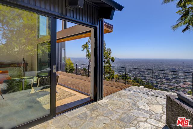 8370 Grand View Drive, Los Angeles (City), CA 90046 (MLS #18396170) :: Hacienda Group Inc