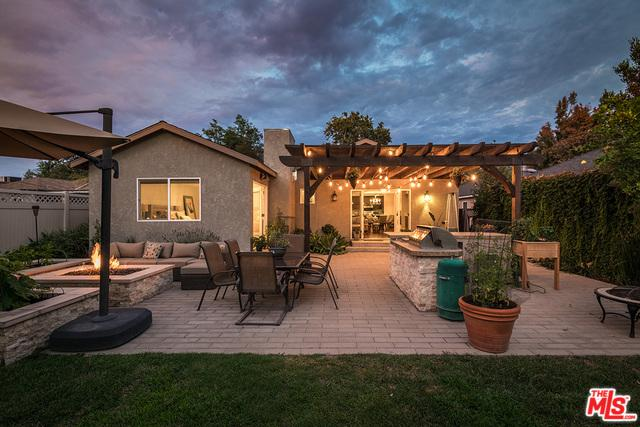 4913 Cartwright Avenue, Toluca Lake, CA 91601 (MLS #18396978) :: Hacienda Group Inc