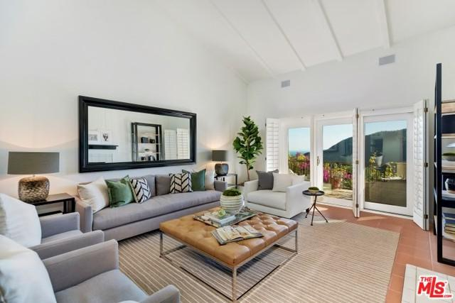 1906 Palisades Drive, Pacific Palisades, CA 90272 (MLS #18397878) :: Deirdre Coit and Associates