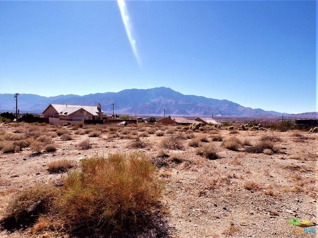 1 Hacienda Avenue, Desert Hot Springs, CA 92240 (MLS #18398540PS) :: Deirdre Coit and Associates