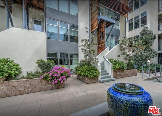 1250 N Harper Avenue #411, West Hollywood, CA 90046 (MLS #18399022) :: The John Jay Group - Bennion Deville Homes