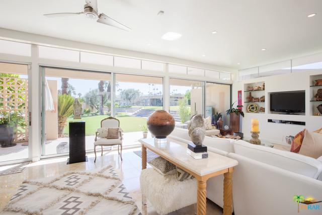 72505 El Paseo #915, Palm Desert, CA 92260 (MLS #18399422PS) :: Brad Schmett Real Estate Group