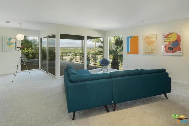 2118 Southridge Drive, Palm Springs, CA 92264 (MLS #18399986PS) :: Team Wasserman
