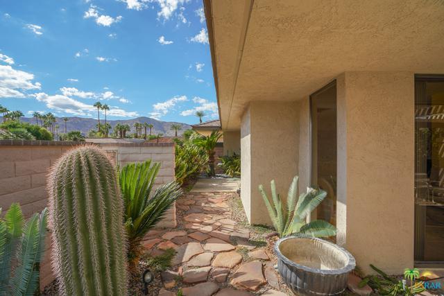 19 Cornell Drive, Rancho Mirage, CA 92270 (MLS #18399998PS) :: The Jelmberg Team