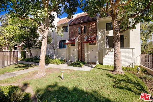 6540 Hayvenhurst Avenue #8, Lake Balboa, CA 91406 (MLS #18403602) :: Deirdre Coit and Associates