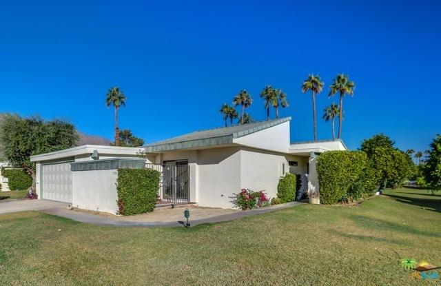 1758 E Sonora Road, Palm Springs, CA 92264 (MLS #18404756PS) :: Hacienda Group Inc
