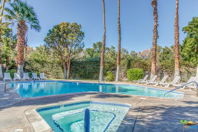 2801 E Los Felices Circle #106, Palm Springs, CA 92262 (MLS #18405774PS) :: The Jelmberg Team