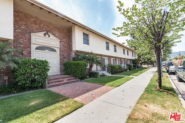 10065 De Soto Avenue #307, Chatsworth, CA 91311 (MLS #18406592) :: The John Jay Group - Bennion Deville Homes