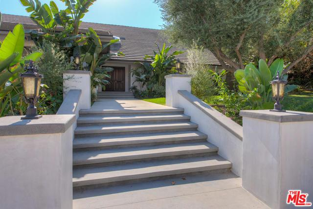 19714 Komar Drive, Tarzana, CA 91356 (MLS #18406718) :: The Jelmberg Team