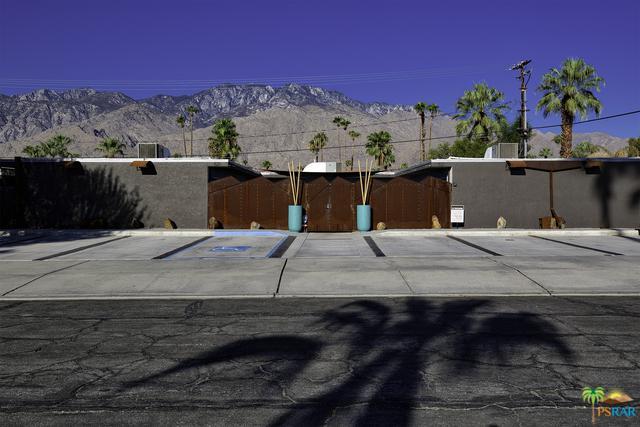 521 Desert Way, Palm Springs, CA 92264 (MLS #18407878PS) :: The John Jay Group - Bennion Deville Homes