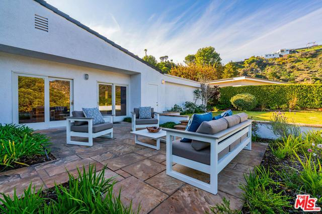 1320 Duende Lane, Pacific Palisades, CA 90272 (MLS #18408758) :: The John Jay Group - Bennion Deville Homes