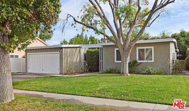 5700 Babbitt Avenue, Encino, CA 91316 (MLS #18409166) :: The Jelmberg Team