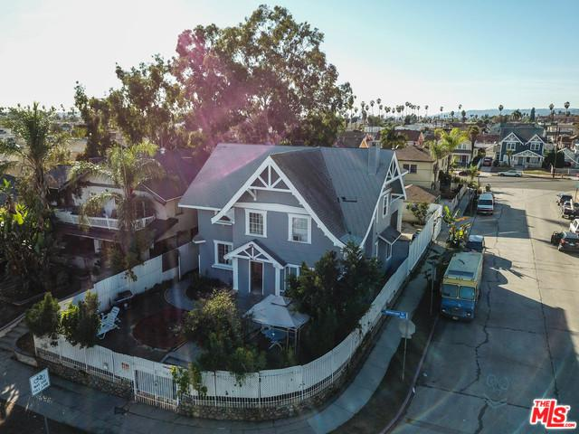 943 N Heliotrope Drive, Los Angeles (City), CA 90029 (MLS #18411452) :: The Jelmberg Team