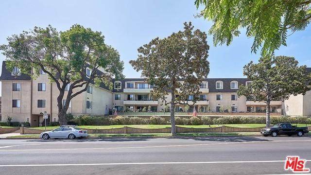 1223 Roxbury Drive #303, Los Angeles (City), CA 90035 (MLS #18412360) :: The Jelmberg Team