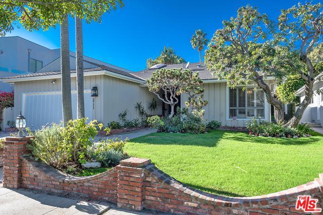 2711 S Beverly Drive, Los Angeles (City), CA 90034 (MLS #18412366) :: The Jelmberg Team