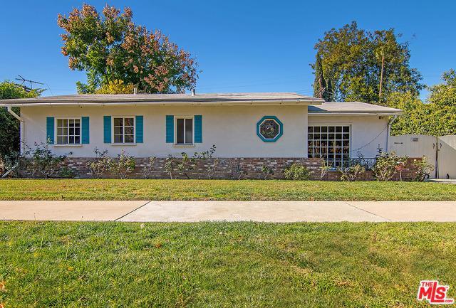 5447 Halbrent Avenue, Sherman Oaks, CA 91411 (MLS #18412596) :: The Jelmberg Team