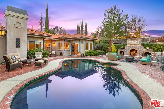 23219 Collins Street, Woodland Hills, CA 91367 (MLS #18413760) :: Hacienda Group Inc