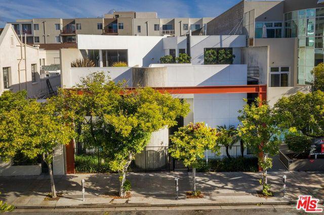 1415 6th Street, Santa Monica, CA 90401 (MLS #18414020) :: The Jelmberg Team