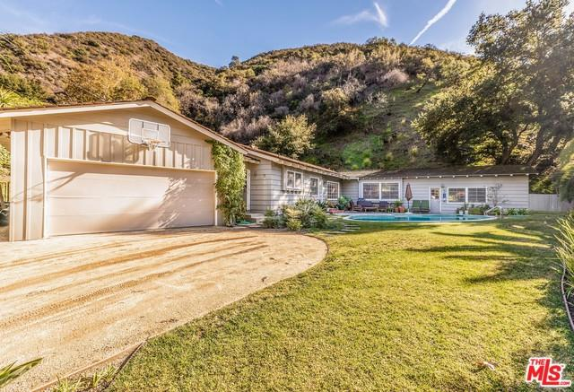 2940 Mandeville Canyon Road, Los Angeles (City), CA 90049 (MLS #18414068) :: The Jelmberg Team