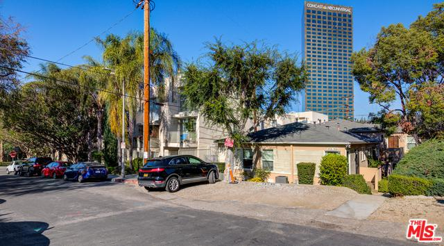 3936 Kentucky Drive, Los Angeles (City), CA 90068 (MLS #18414924) :: Deirdre Coit and Associates