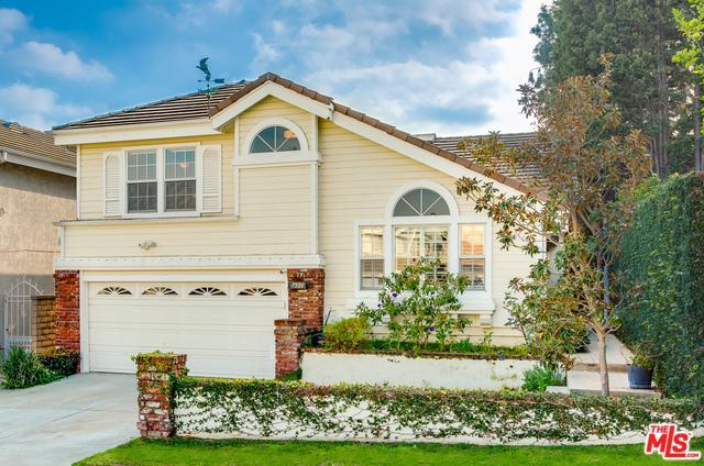 7536 W 85th Street, Playa Del Rey, CA 90293 (MLS #18415090) :: The John Jay Group - Bennion Deville Homes