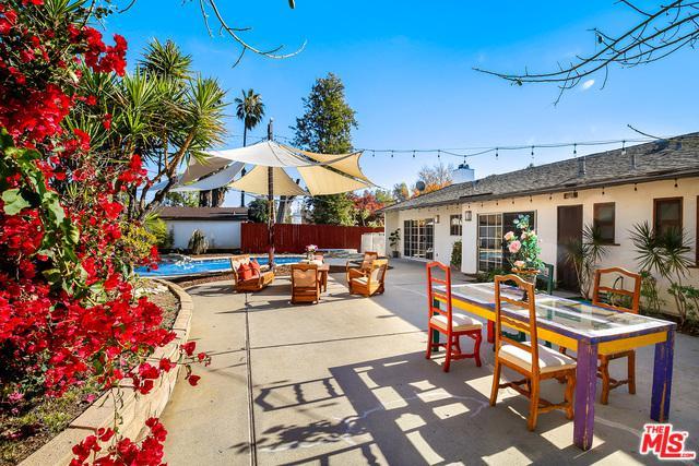 20305 Oxnard Street, Woodland Hills, CA 91367 (MLS #18415240) :: Hacienda Group Inc