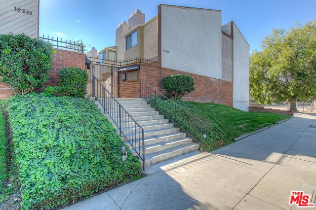 18242 Burbank #7, Tarzana, CA 91356 (MLS #18415324) :: The Jelmberg Team