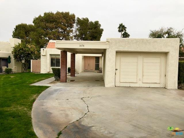 1676 Wack Wack Plaza, Palm Springs, CA 92264 (MLS #18415470PS) :: The John Jay Group - Bennion Deville Homes