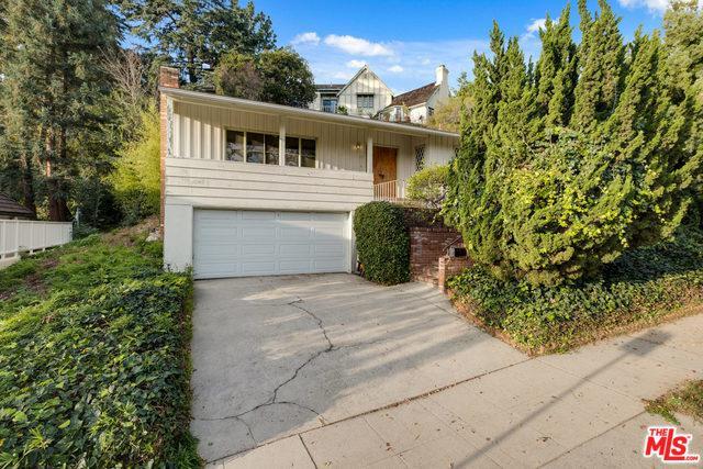 317 Bronwood Avenue, Los Angeles (City), CA 90049 (MLS #18415514) :: The Jelmberg Team