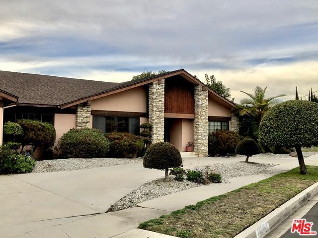 5455 Longridge Avenue, Sherman Oaks, CA 91401 (MLS #18415638) :: The Jelmberg Team