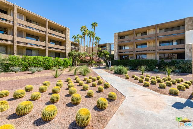 1660 S La Reina Way 1D, Palm Springs, CA 92264 (MLS #18417632PS) :: The Jelmberg Team