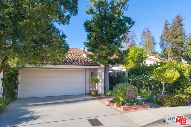 10529 Clearwood Court, Los Angeles (City), CA 90077 (MLS #19418600) :: The Jelmberg Team