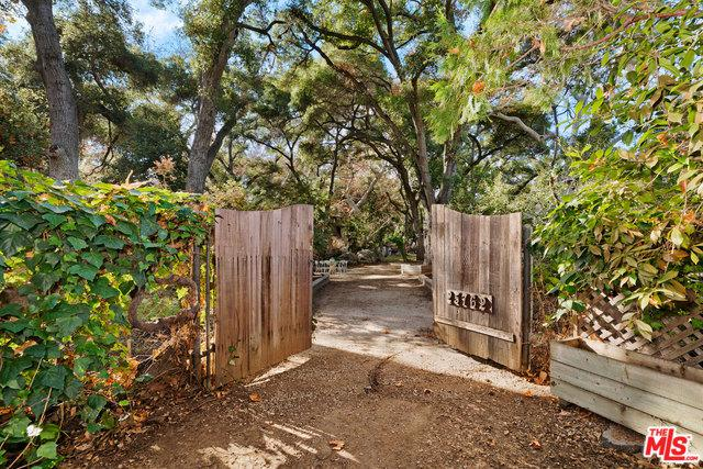 25762 Dark Creek Road, Calabasas, CA 91302 (MLS #19418734) :: The Jelmberg Team