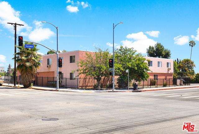 20463 Vanowen Street, Los Angeles (City), CA 91306 (MLS #19419156) :: The Sandi Phillips Team