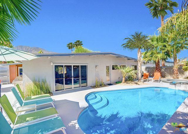 958 S Calle Santa Cruz, Palm Springs, CA 92264 (MLS #19419962PS) :: The John Jay Group - Bennion Deville Homes