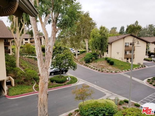 25781 Marguerite #204, Mission Viejo, CA 92692 (MLS #19421982) :: The Jelmberg Team