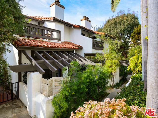 1532 Michael Lane, Pacific Palisades, CA 90272 (MLS #19422036) :: The John Jay Group - Bennion Deville Homes
