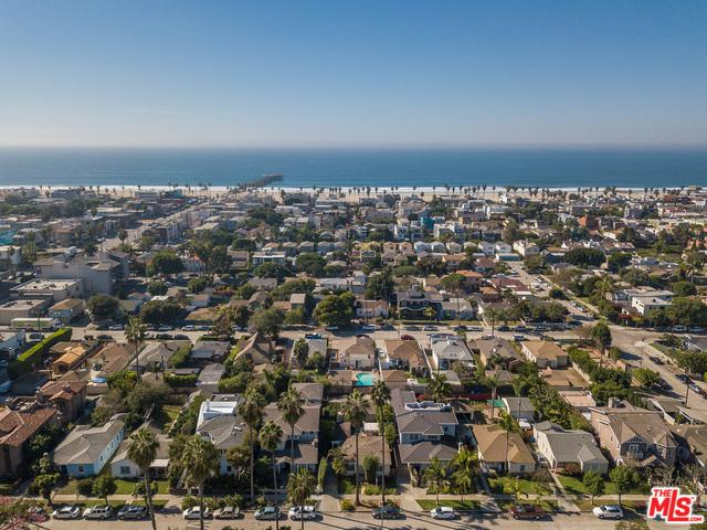 2901 Clune Avenue, Venice, CA 90291 (MLS #19422338) :: The John Jay Group - Bennion Deville Homes