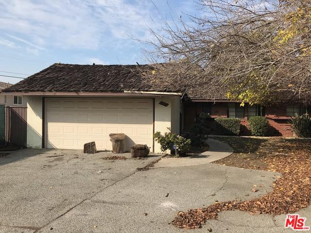 5527 Hermitage Avenue, Valley Village, CA 91607 (MLS #19422702) :: The Jelmberg Team