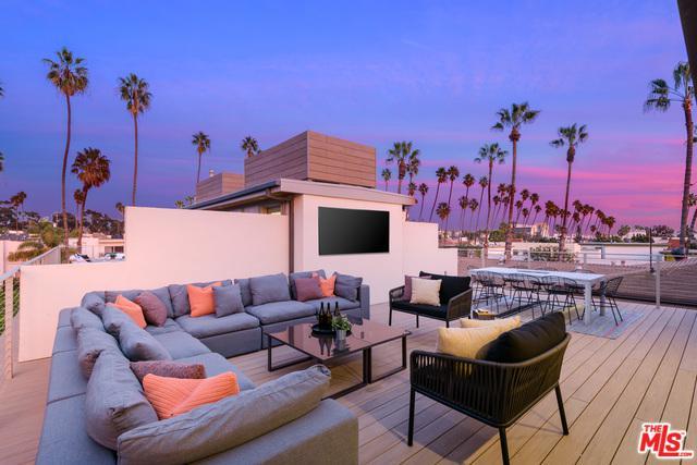 956 5th Street C, Santa Monica, CA 90403 (MLS #19422786) :: The John Jay Group - Bennion Deville Homes