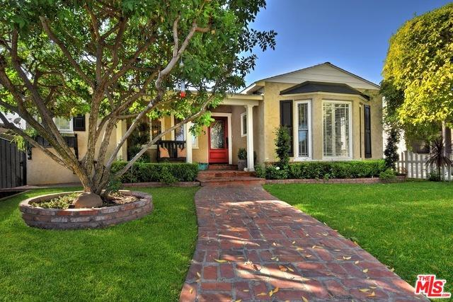 215 S Beachwood Drive, Burbank, CA 91506 (MLS #19423348) :: The Jelmberg Team