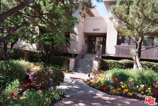 15207 Magnolia Boulevard #132, Sherman Oaks, CA 91403 (MLS #19424360) :: The Sandi Phillips Team