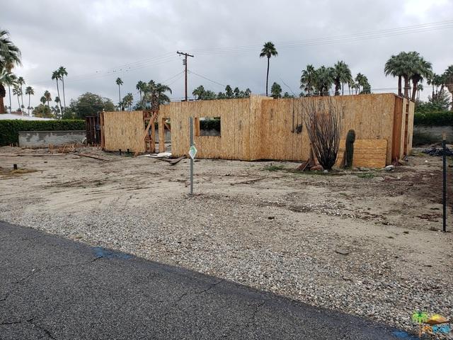 979 E San Lorenzo Road, Palm Springs, CA 92264 (MLS #19424506PS) :: Team Wasserman